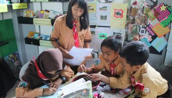 Students from USAID's Prioritizing Reform, Innovation, Opportunities for Reaching Indonesia's Teacher, Administrators & Students (PRIORITAS) project