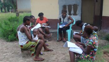 Learning Links tutor and students working in Liberia